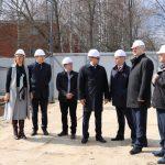 Алексей Константинов и Сергей Шокин оценили ход работ по строительству физкультурно-оздоровительного комплекса в поселке Семибратово
